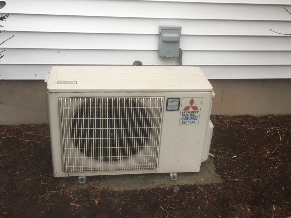 Bloomfield, CT - Performance tune up on Mitsubishi mini split and Lennox split system.