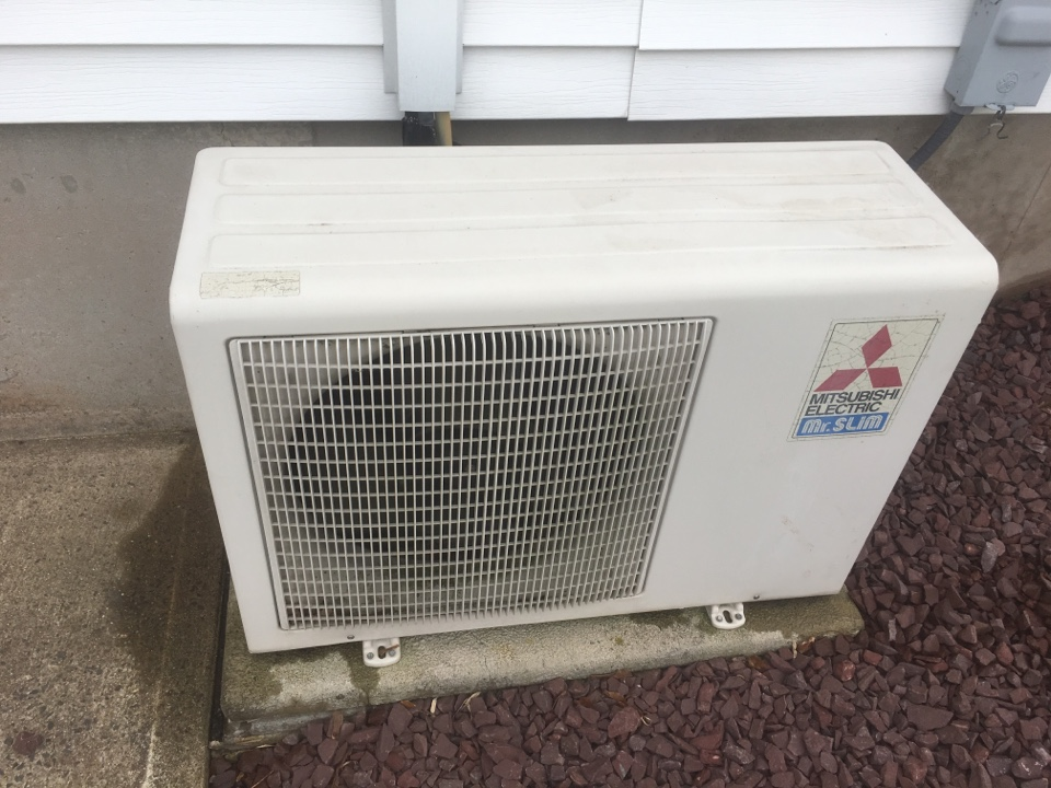 Berlin, CT - Performance tune up on Mitsubishi ductless AC system and deep blower wheel cleaning.