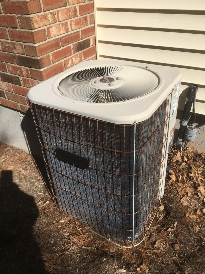 Glastonbury, CT - Performance tune up Lennox AC split system.