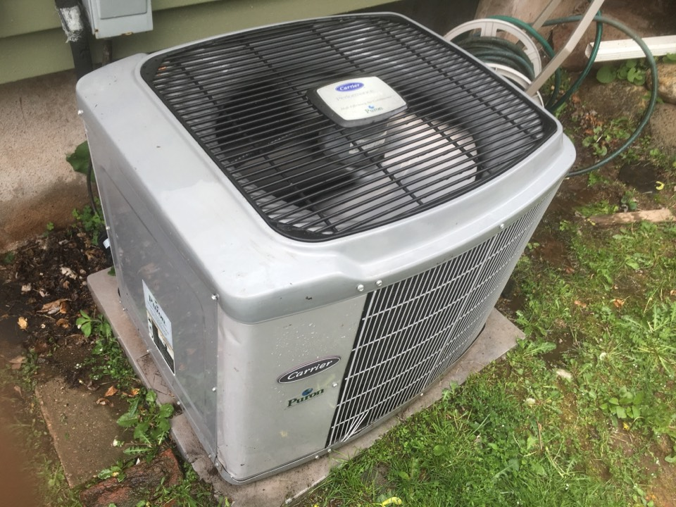Middletown, CT - Maintenance on Carrier ac system.