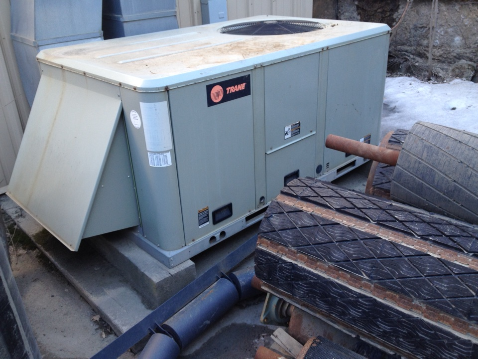 Plainville, CT - Relaxing a blower motor on a Trane rooftop unit