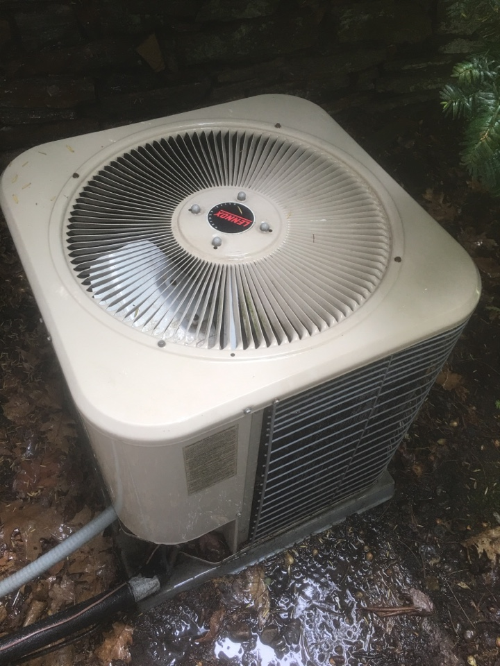 West Hartford, CT - Tune up on Lennox AC system