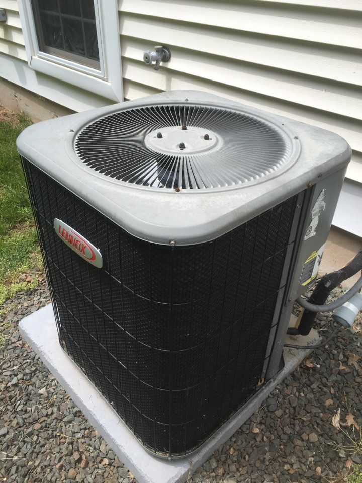Newington, CT - Tune op on Lennox AC system.