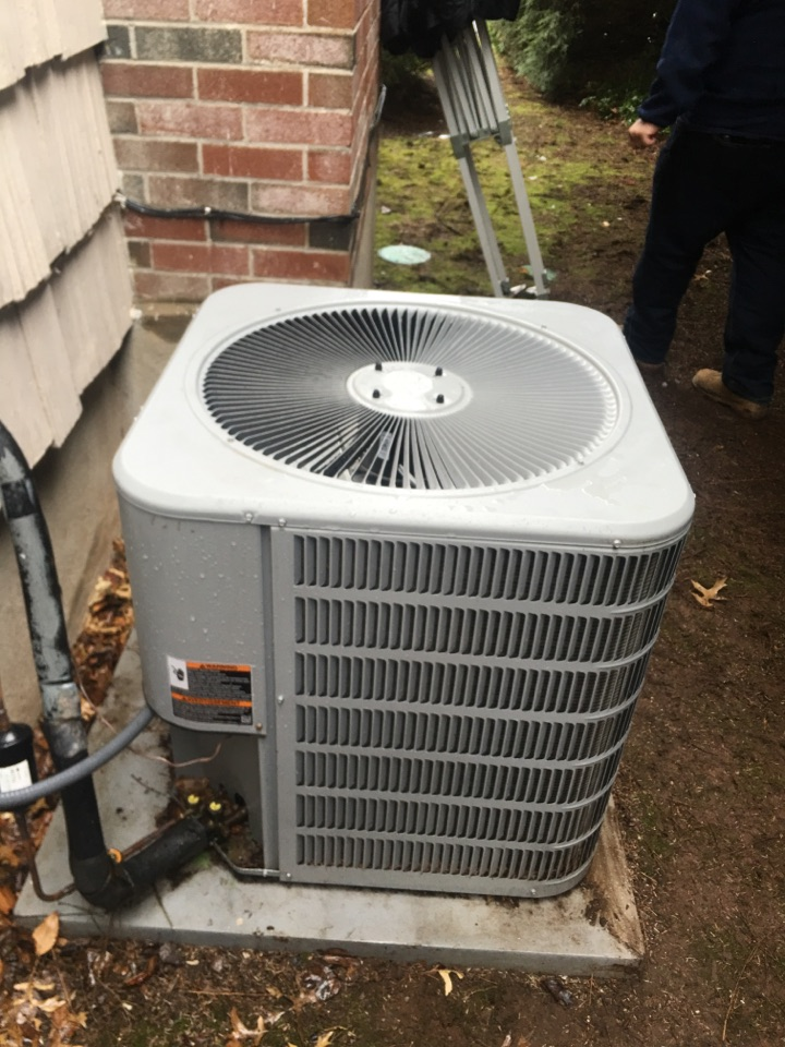 West Hartford, CT - Performance tune up on AC split system.