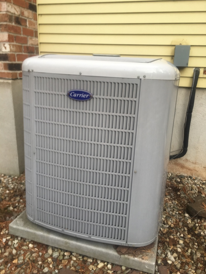 West Hartford, CT - Performance tune up on Carrier AC split system