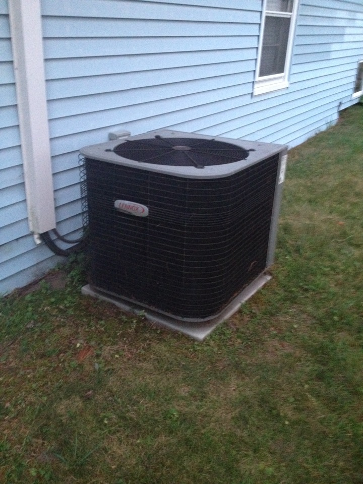 Plainville, CT - Lennox airconditioning unit not working. Found high pressure switch tripped due to bad fan motor.
