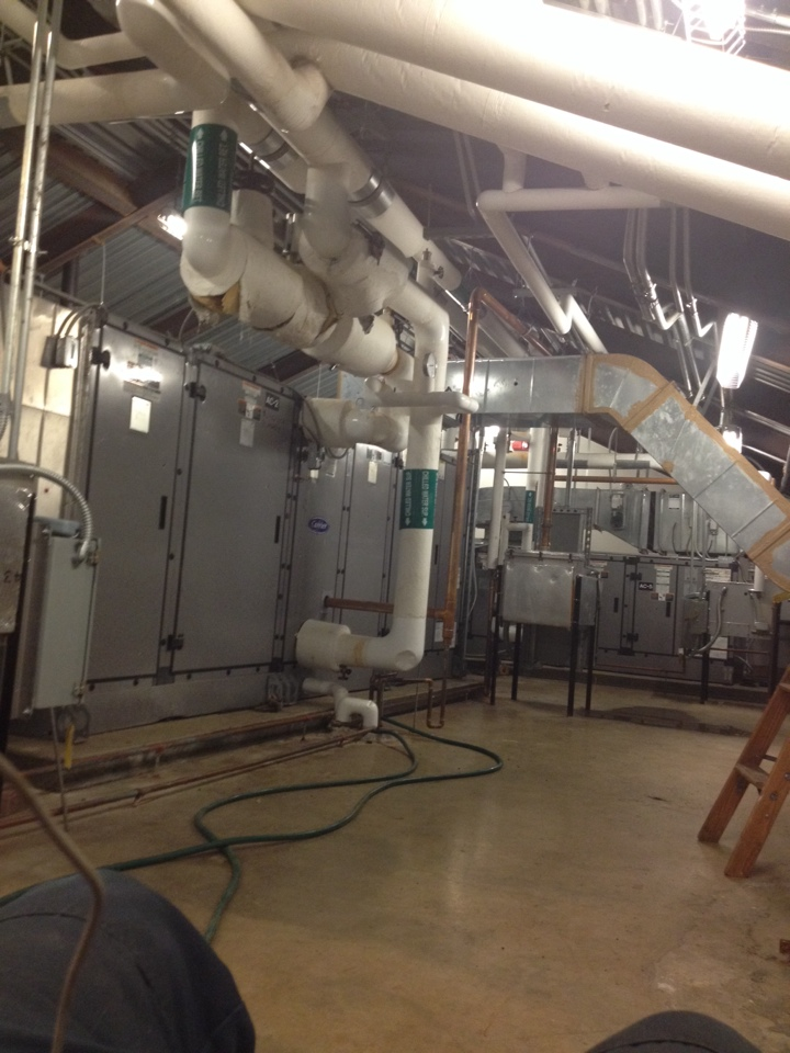 Hartford, CT - Maintenace on carrier commercial air handlers with cooling supplied by water source heatpumps/geothermal