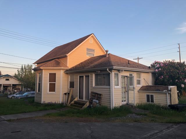 Tacoma, WA - John called and wanted a cash offer on his property. It needed a lot of work but it had a lot of potential. After visiting with him for around 20-30 minutes we gave him an offer on the spot. In the end we never penciled a deal but we gave John some options on his home.