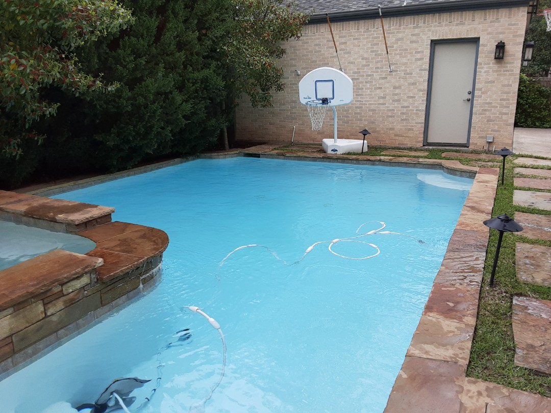 Dallas, TX - Using shock and muriatic acid in tandem to fight algae in pools