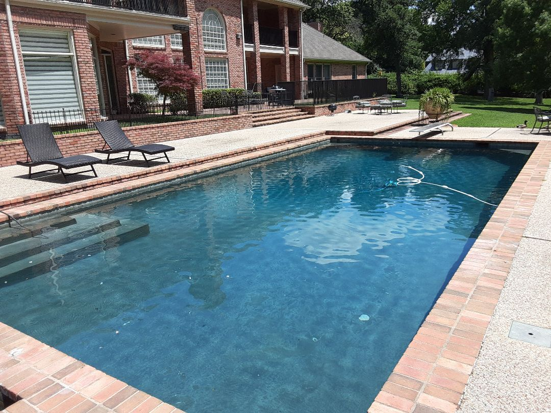 Dallas, TX - Cleaning a Pentair FNSP60 DE filter at a spacious and sunny residential pool.