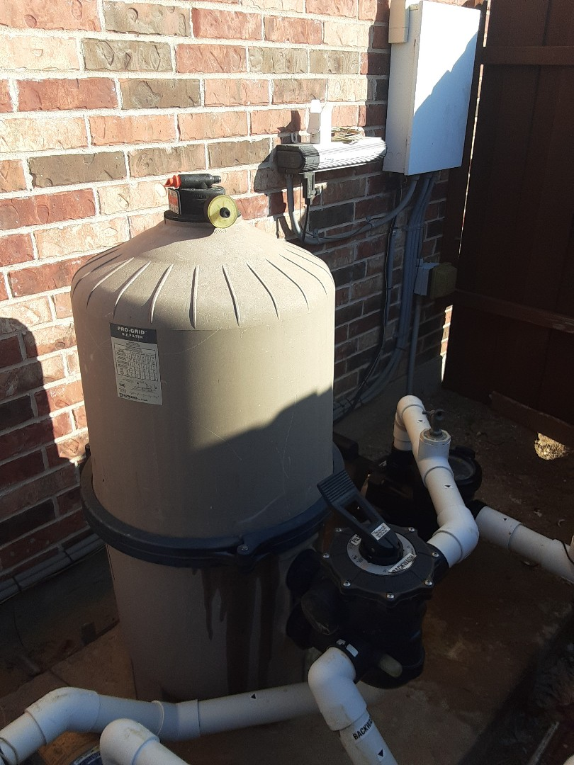 Frisco, TX - An early morning filter cleaning at a beautiful residential pool and spa outfitted with a Hayward DE6020 filter.