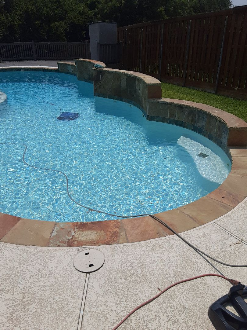 Garland, TX - Finishing the week with a filter cleaning at a sunny residential pool outfitted with a Pentair FNSP48 DE filter.
