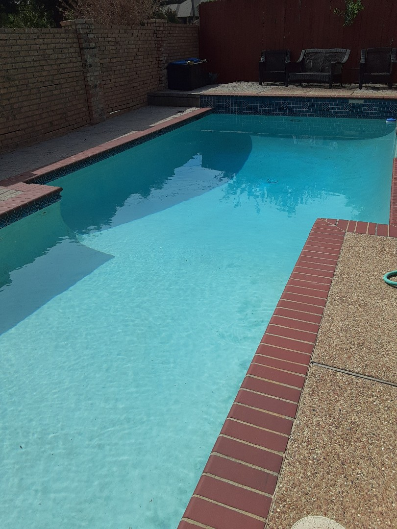 Garland, TX - Cleaning a Pentair FNSP60 DE filter at a sparkling blue residential pool and spa.