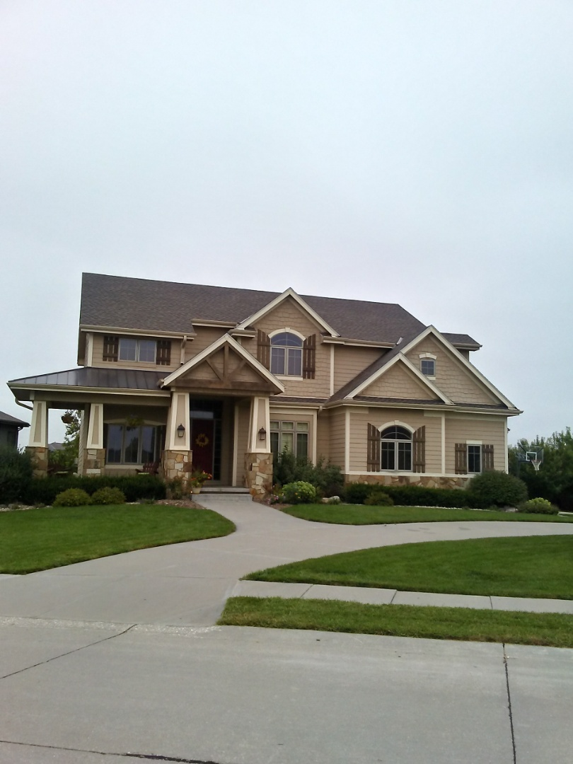 Papillion, NE - New roof and gutters!