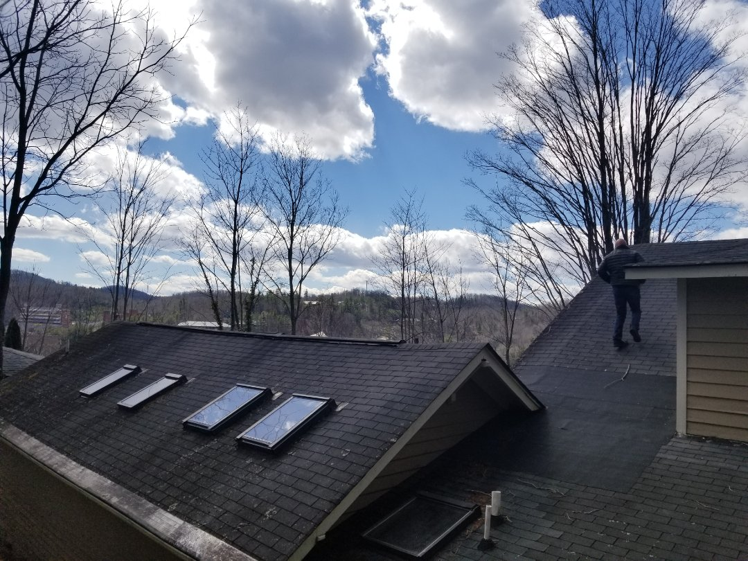 Boone, NC - A beautiful day for a free roof inspection in Boone NC with Bert Moody