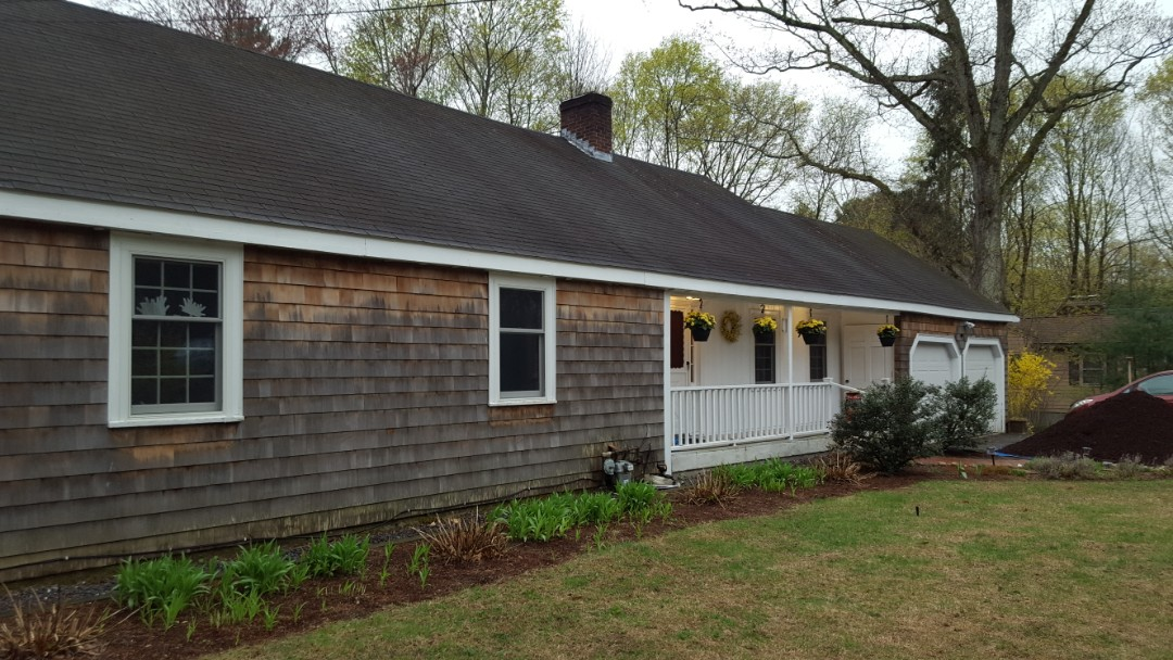 Bedford, MA - Beautiful Ranch looking for a aluminum standing seam metal roof.