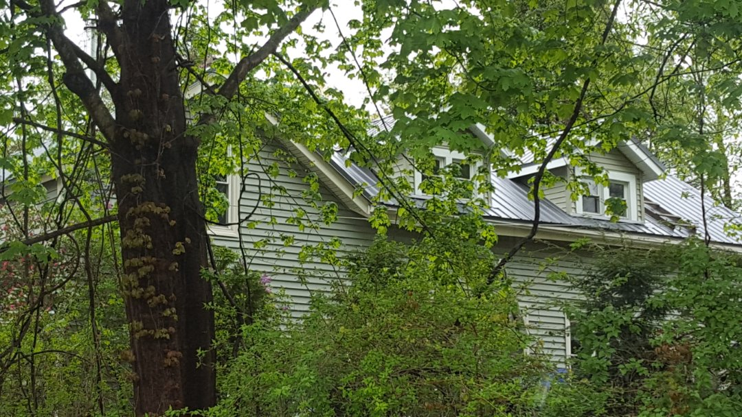 Deerfield, MA - Don't make the mistake of installing an agricultural barn metal  roof on your residential home!