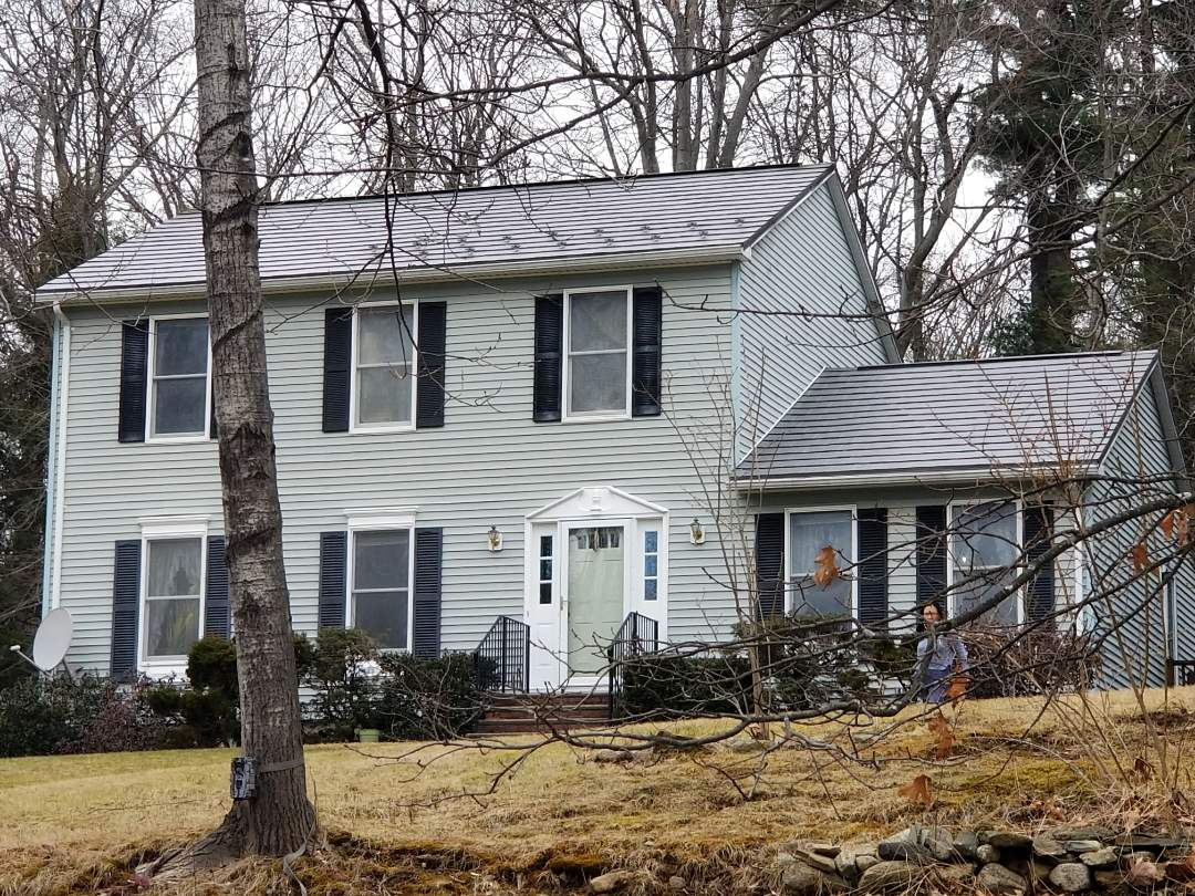 Hudson, MA - Oxford aluminum shingle roof on 2 story colonial house. Meatl roofs are a great choice for any home.
