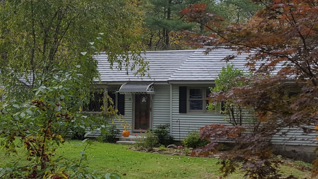 Sterling, MA - Oxford Slate aluminum press formed metal shingle on a beaitiful ranch.
