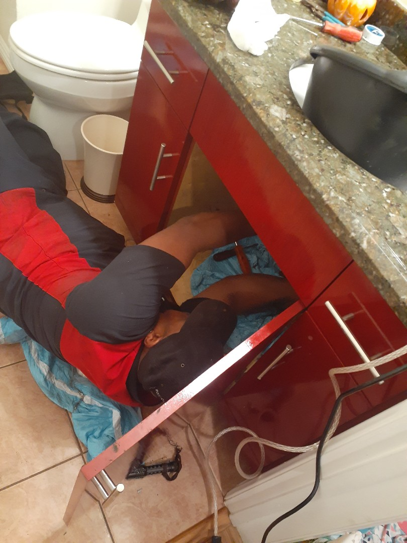 Glendale, CA - Sink at 8pm, the Agent was ready to help. Glendale