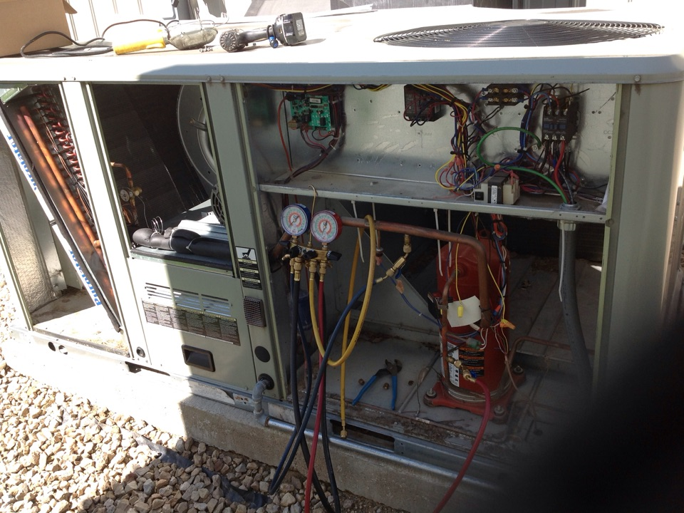 North Mankato, MN - TRANE commercial rooftop HVAC unit air conditioning repair