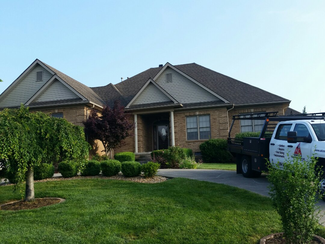 Richmond, KY - Today we're at Boones Trace in Richmond installing a GAF Timberline Weatherwood roof
