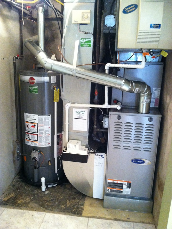 Broomall, PA - Performed an annual tune up on a Carrier Gas furnace in Broomall, Pa.