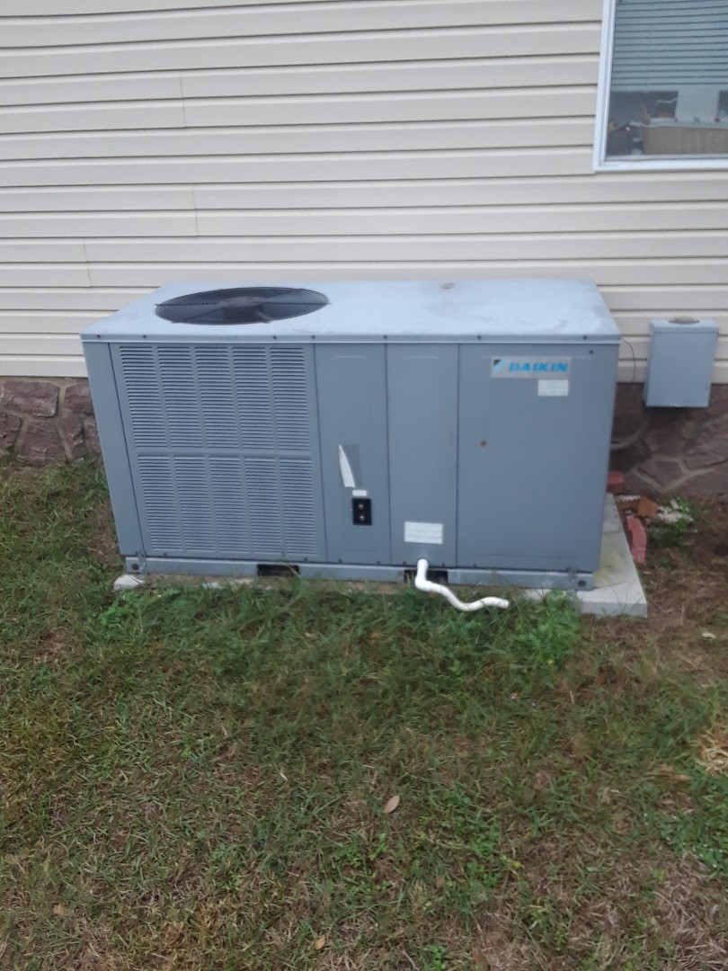 Winter Garden, FL - Preventive maintenance on a package heat pump unit in Winter Garden Florida