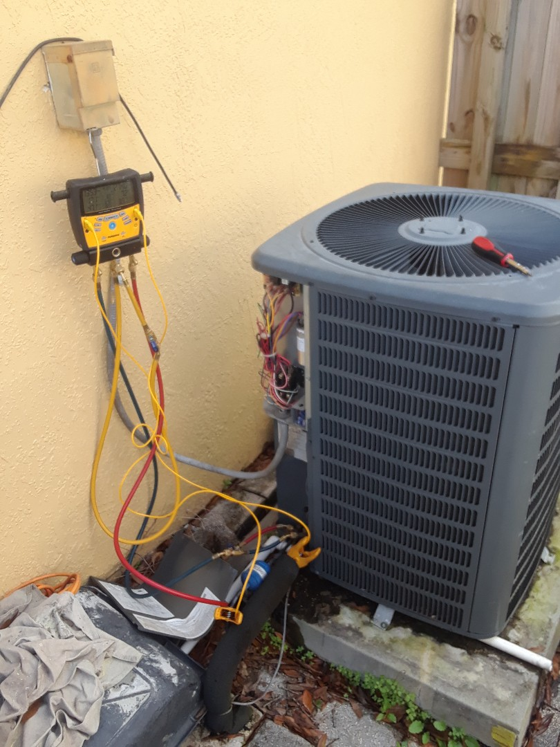 Orlando, FL - Preventive maintenance on a Goodman unit here for family in Orlando