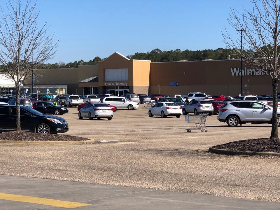 Wetumpka, AL - Automotive lockout at Walmart in Wetumpka Alabama
