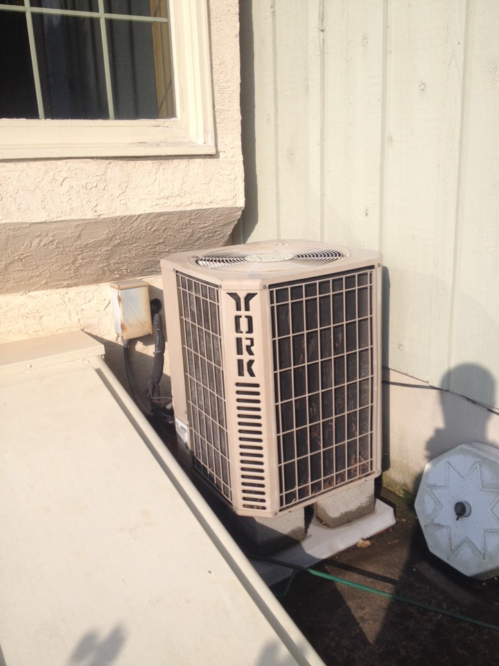 Cheltenham, PA - Early heat inspection!! Customer will be away till thanksgiving, good thing found bad run capacitor