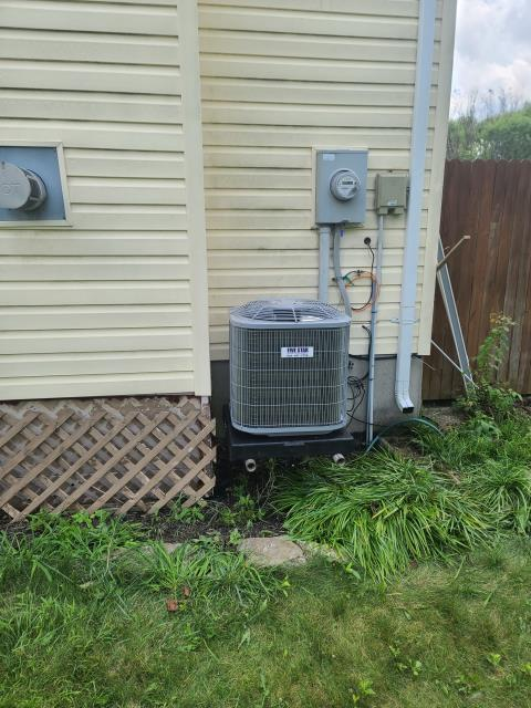 """Hamilton, OH - After removing the Carrier gas furnace and air conditioner, I installed a Five Star 80% 70,000 BTU Gas Furnace 3T 14"""" and a Five Star 13 SEER 2 Ton Air Conditioner.  Cycled and monitored the system.  Operating normally at this time.  Included with the installation is a free 1 year service maintenance agreement."""