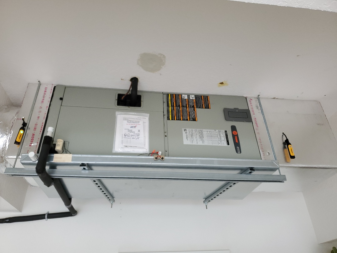 Sarasota, FL - Tune up on a Trane air conditioning unit