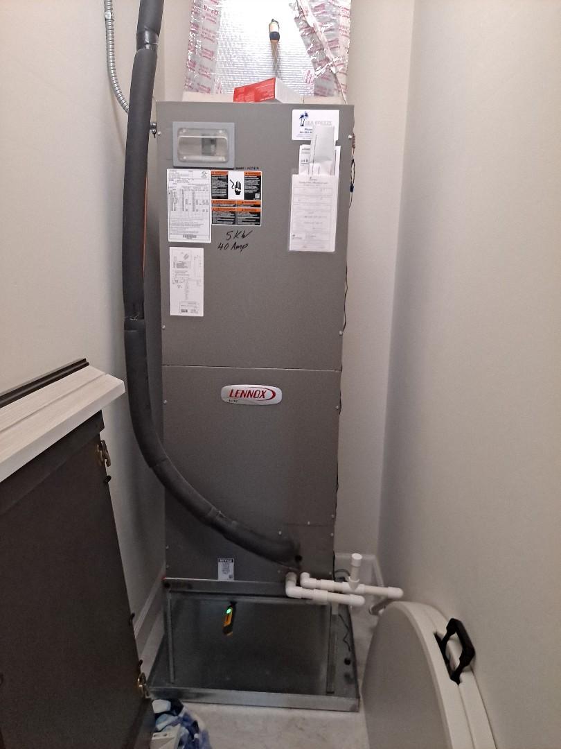 Sarasota, FL - Air conditioning maintenance on a Lennox HVAC system