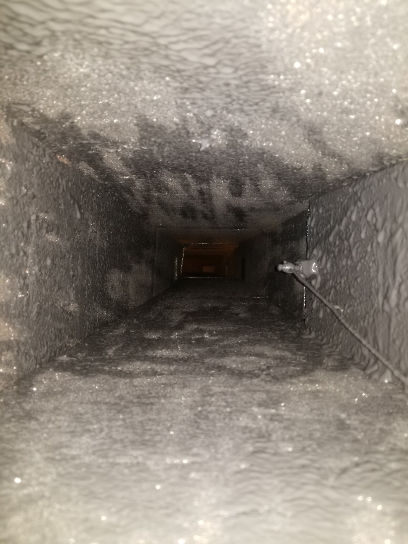 Longboat Key, FL - Air conditioning duct clean