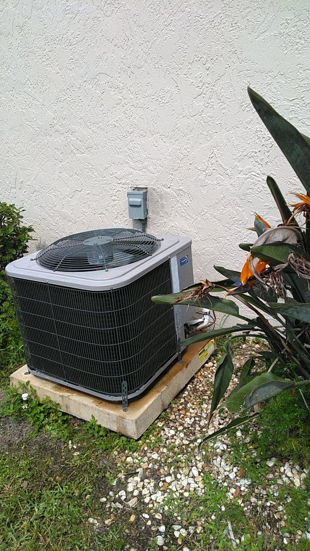 Venice, FL - Ac service call. Perform AC leak check on ICP heat pump system.