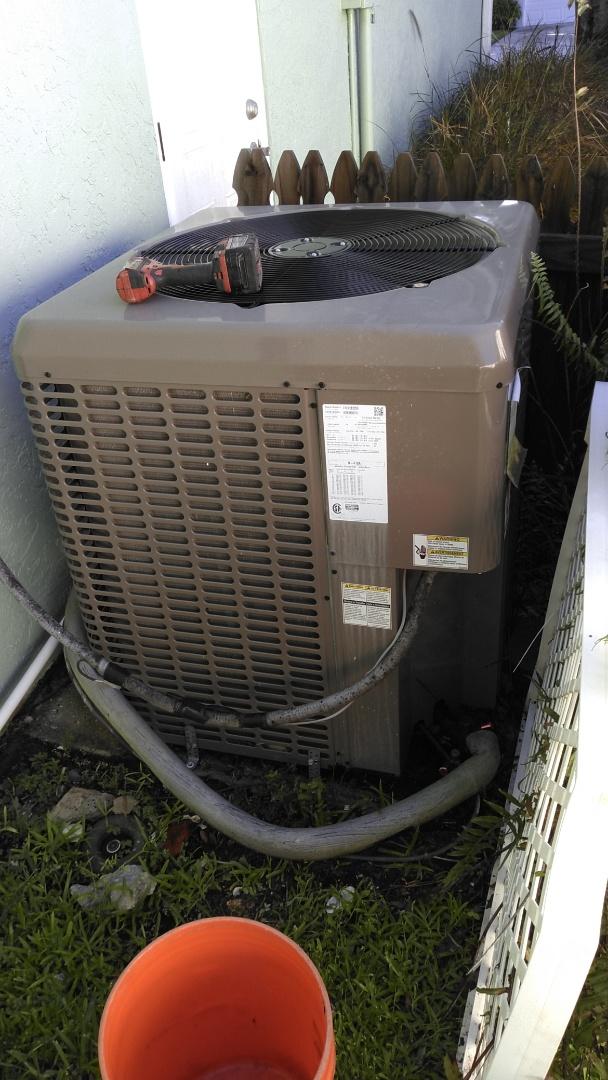 Bradenton, FL - AC maintenance. Perform AC maintenance on York split system.