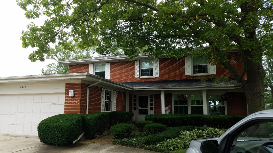 Skokie, IL - In Skokie estimating repair on asphalt shingles for a very nice senior citizen