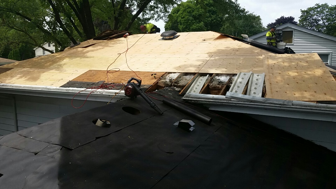 Arlington Heights, IL - Roof and plywood replacement in Arlington Heights.