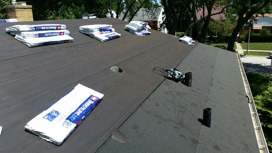 Skokie, IL - Installing GAF Timberline shingles. COLOR: Barkwood