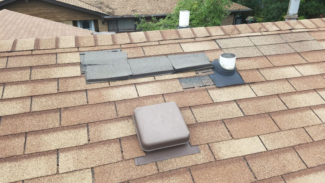 Schaumburg, IL - Elk Grove Village estimating insurance work for wind and hail damage on asphalt shingle roofs gutters and siding