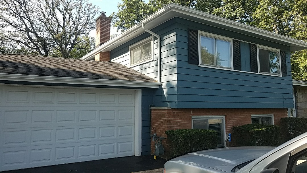 Deerfield, IL - Estimating repair to asphalt shingle roof.