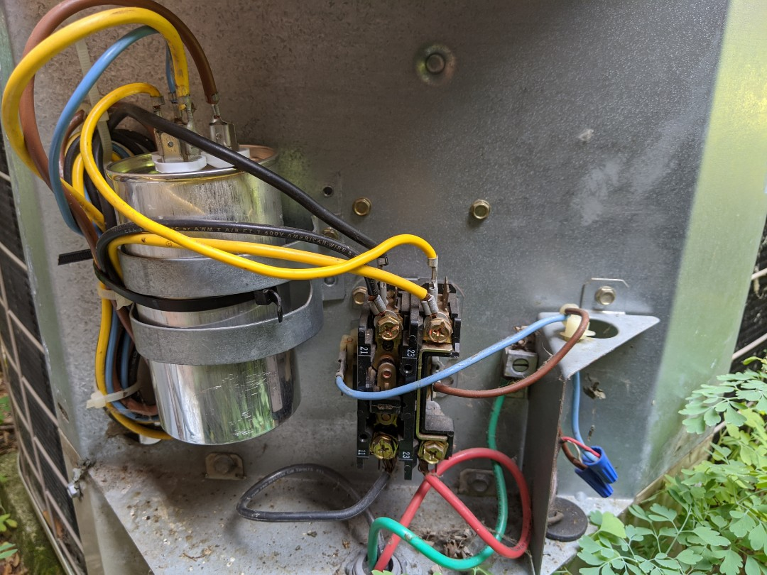 Oak Park, MI - Bryant condenser not working. Performed capacitor replacement.