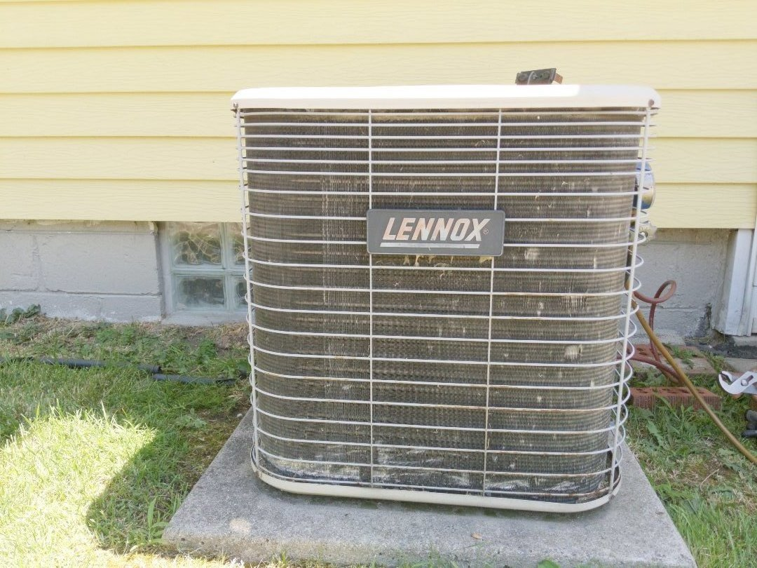 Roseville, MI - Lenox blowing warm air hot air conditioning hot air performed pressure test.