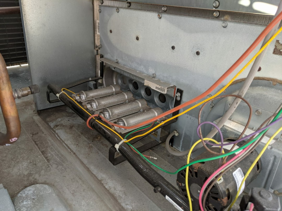 Warren, MI - Carrier rooftop furnace cleaned