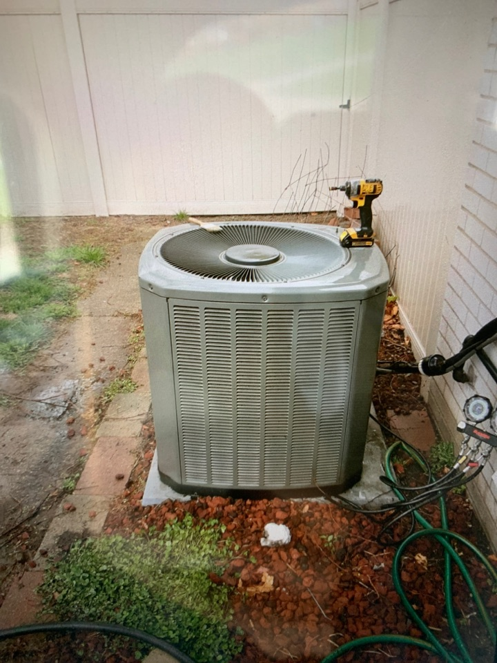 Dearborn Heights, MI - Basic A/C maintenance visit: Ready for a hot summer!