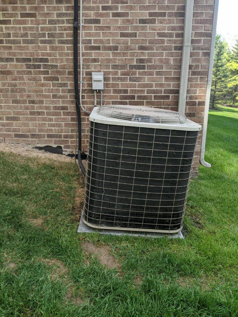 Oak Park, MI - Air conditioning low on refrigerant. Added R22