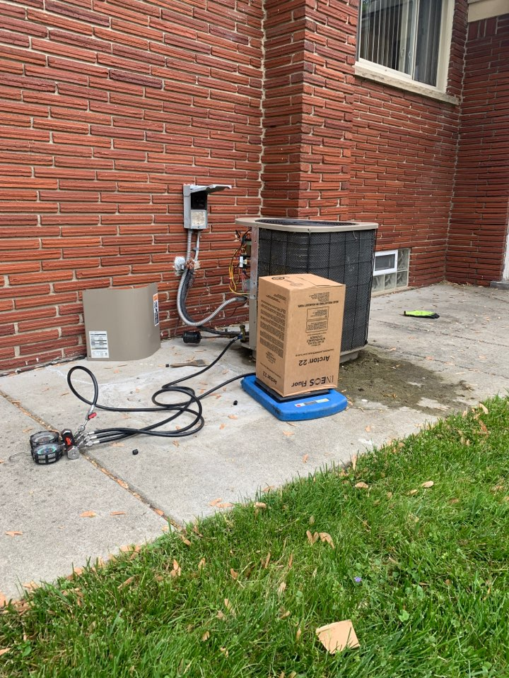 Oak Park, MI - Carrier A/C, not cooling properly: Low Refrigerant Charge