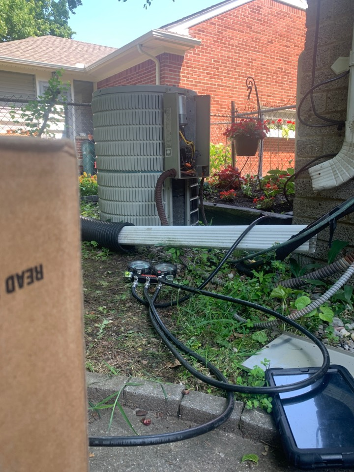 Carrier, Somewhat Cool air: Refrigerant Charge