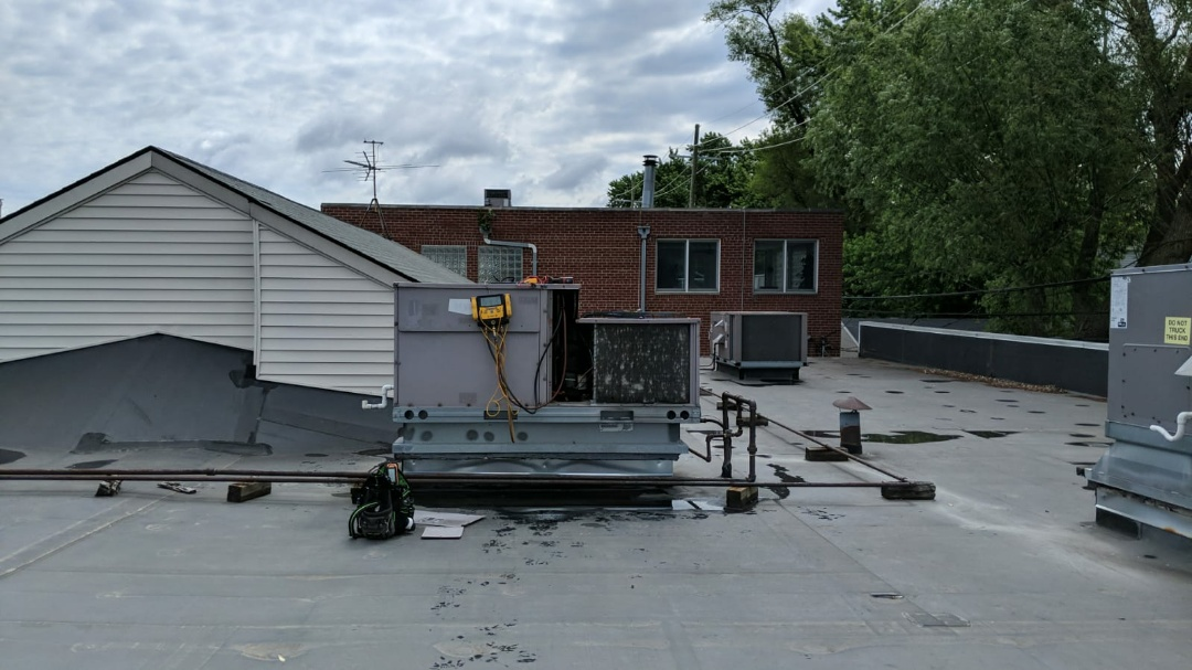 Ferndale, MI - Bryant rooftop unit not working properly.